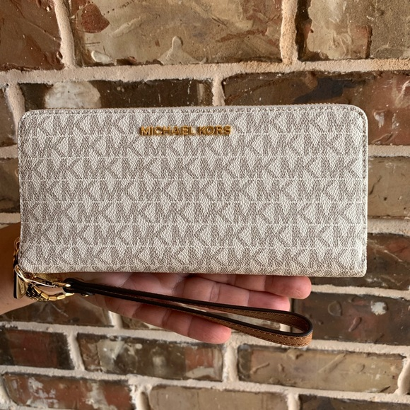 OFFERS? NEW Michael Kors Continental Wallet